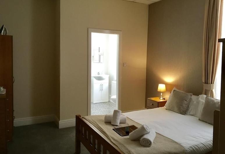 Hilbre Hotel, Blackpool, Standard Suite, Ensuite (2 Adults 2 Children), Guest Room