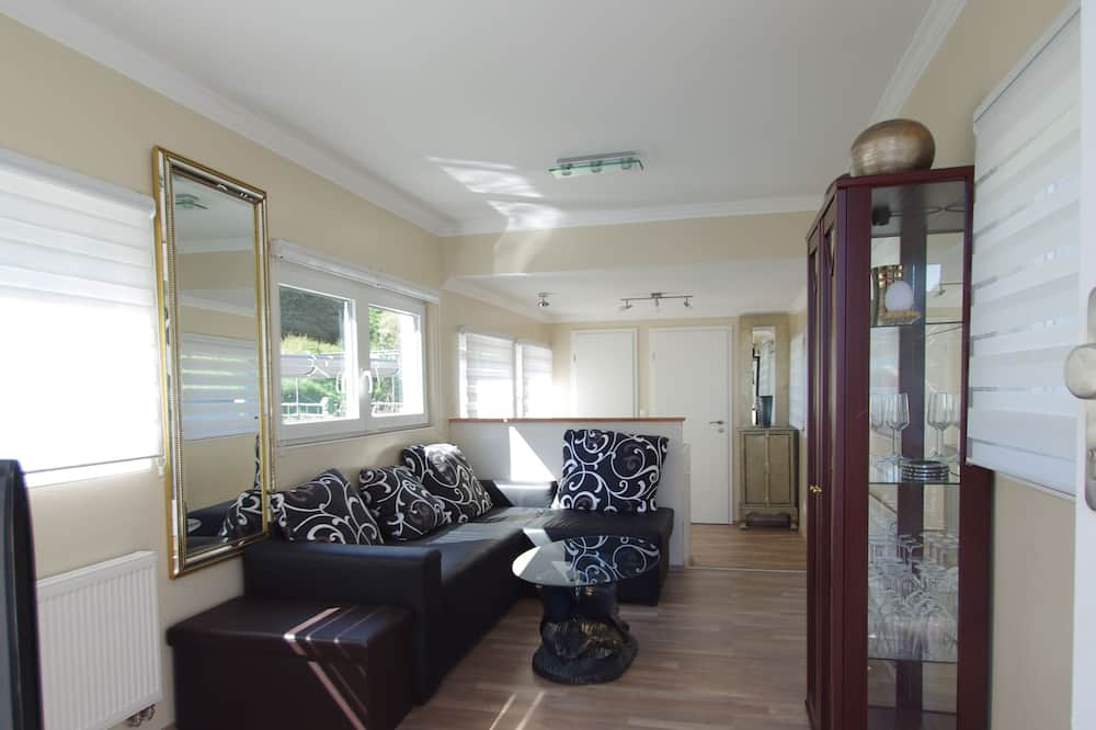 Mobile Home Lorenzo (additional final cleaning fee 80 EUR to be paid at the property) - Living Area