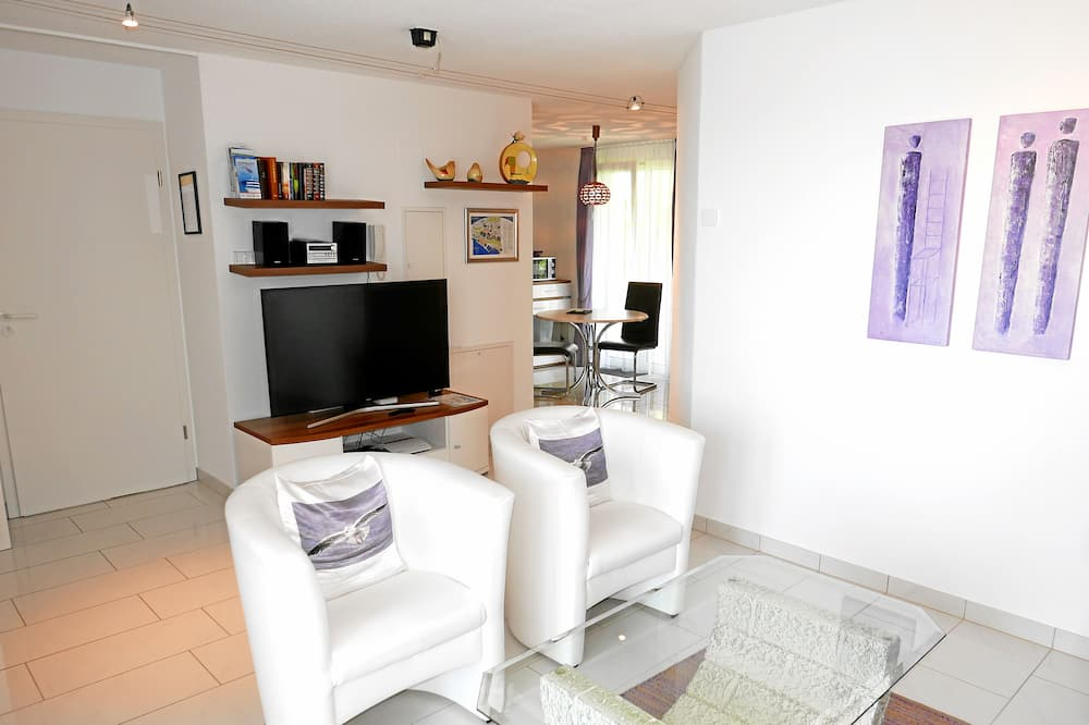 Apartment, 1 Bedroom, Kitchenette, Sea View - Living Area