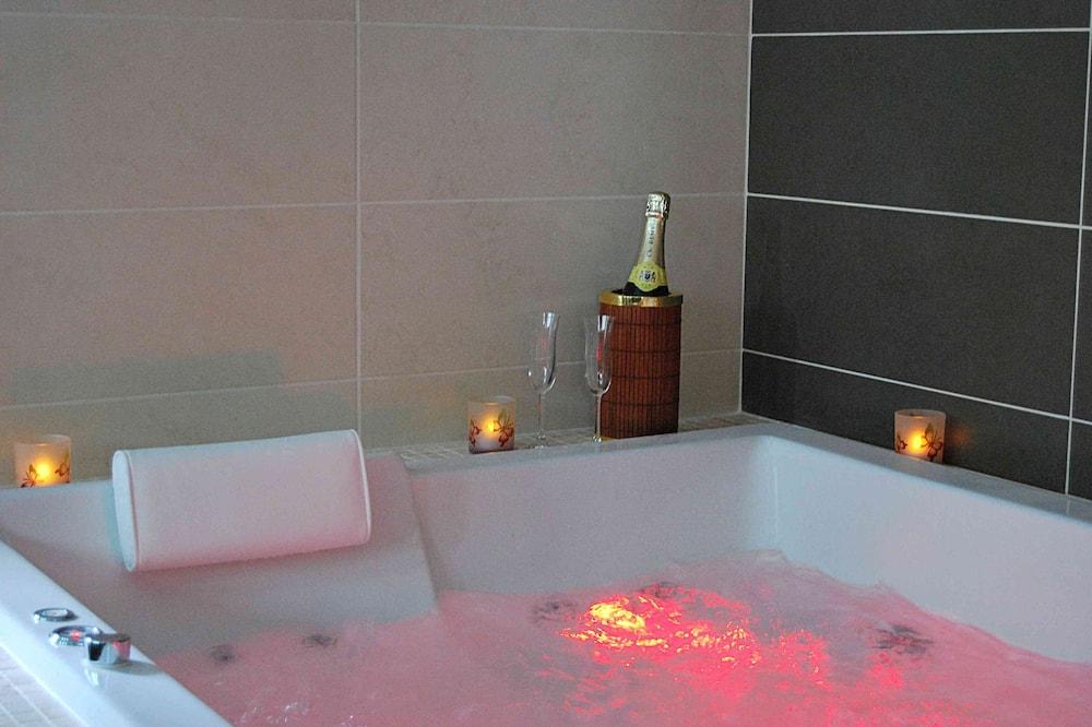 Deluxe suite, en-suite badkamer, uitzicht op tuin (Suite Balnéo) - Badkamer