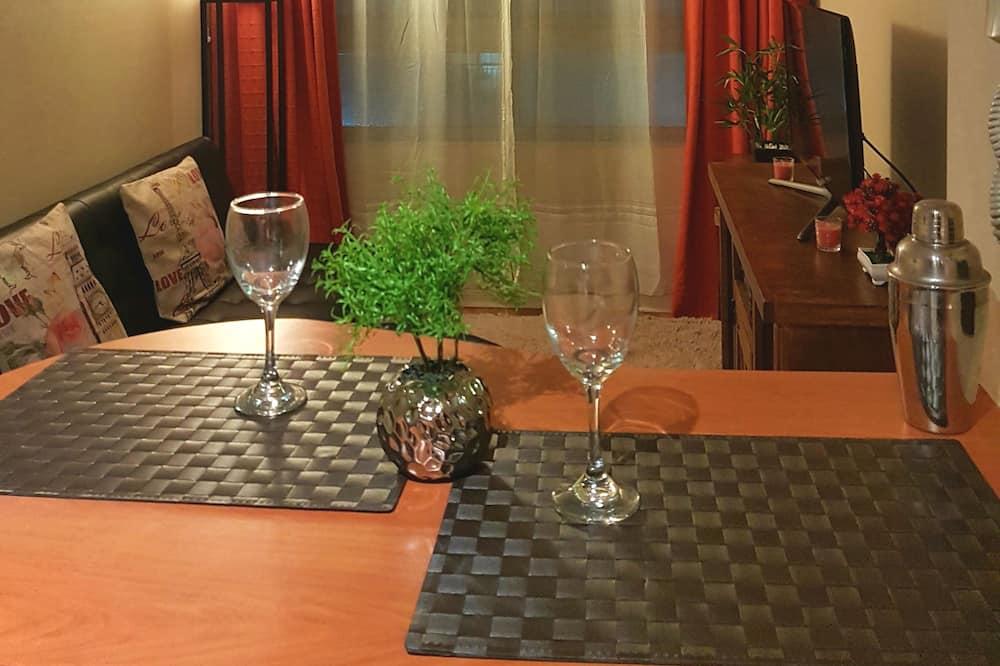 Appartement Familial, 1 chambre, salle de bains privée - Restauration dans la chambre