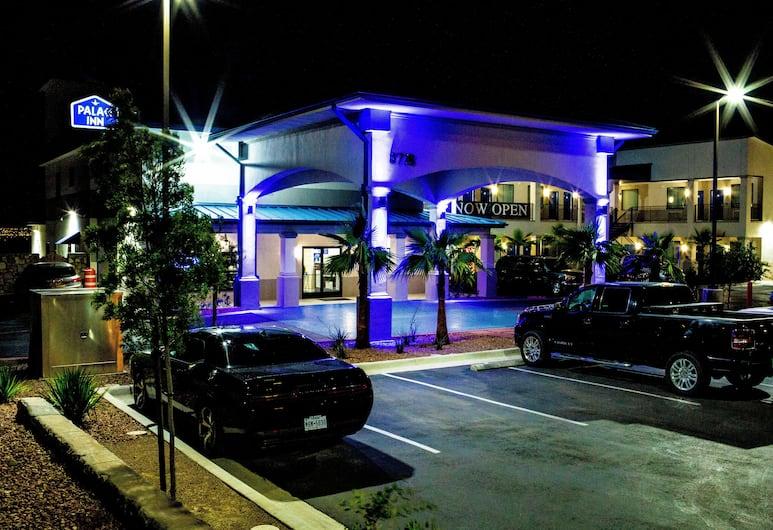 Palace Inn, Elpaso, Viesnīcas priekšskats vakarā/naktī