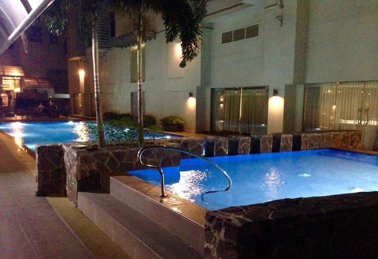 Antel Serenity Suite Poblacion Makati, Makati, Outdoor Pool