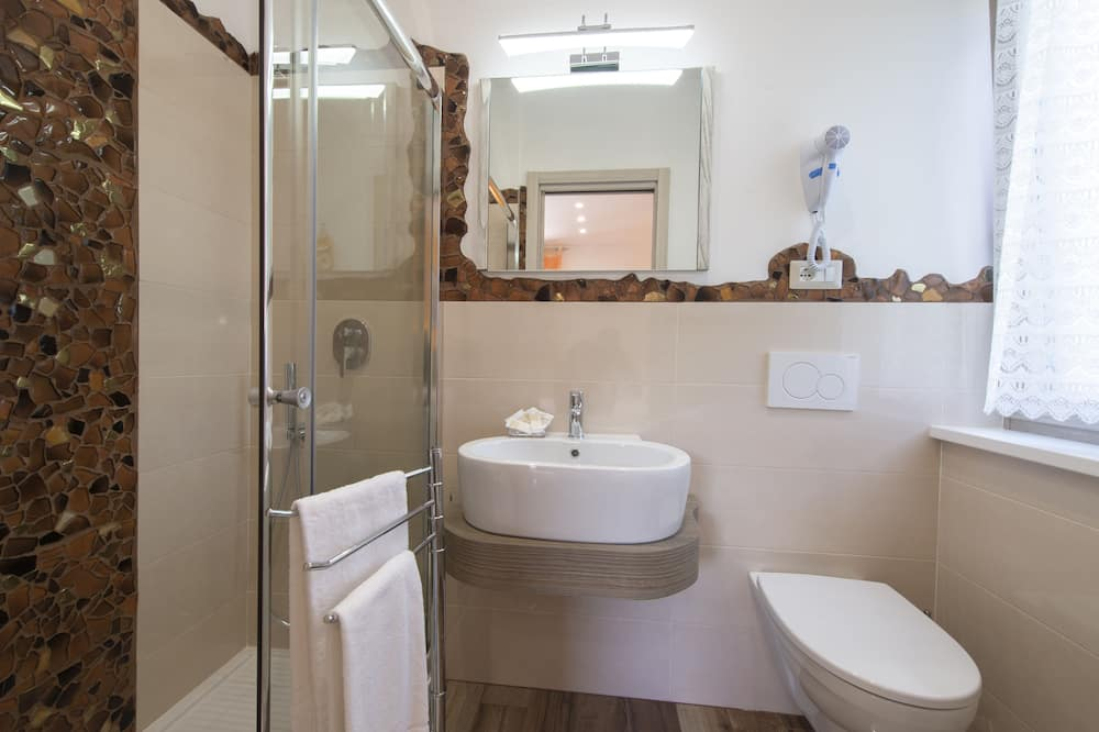 Quadruple Room (Tulipano) - Bathroom