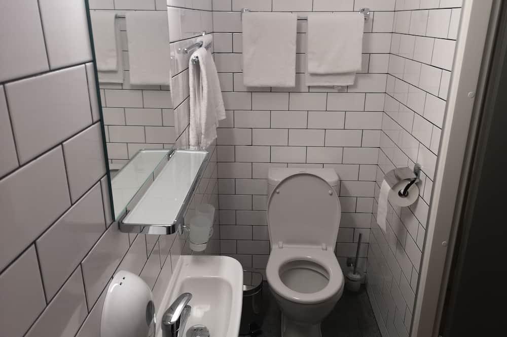 Family Quadruple Room, Mountain View - Bathroom