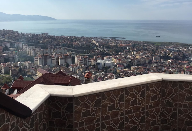 Exclusive VIP Hisar Villa, טראבזון, מרפסת/פטיו