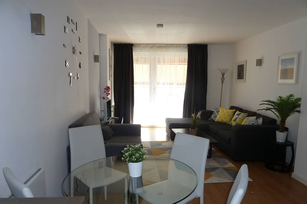 Luxury Apartment, Non Smoking, City View - In-Room Dining