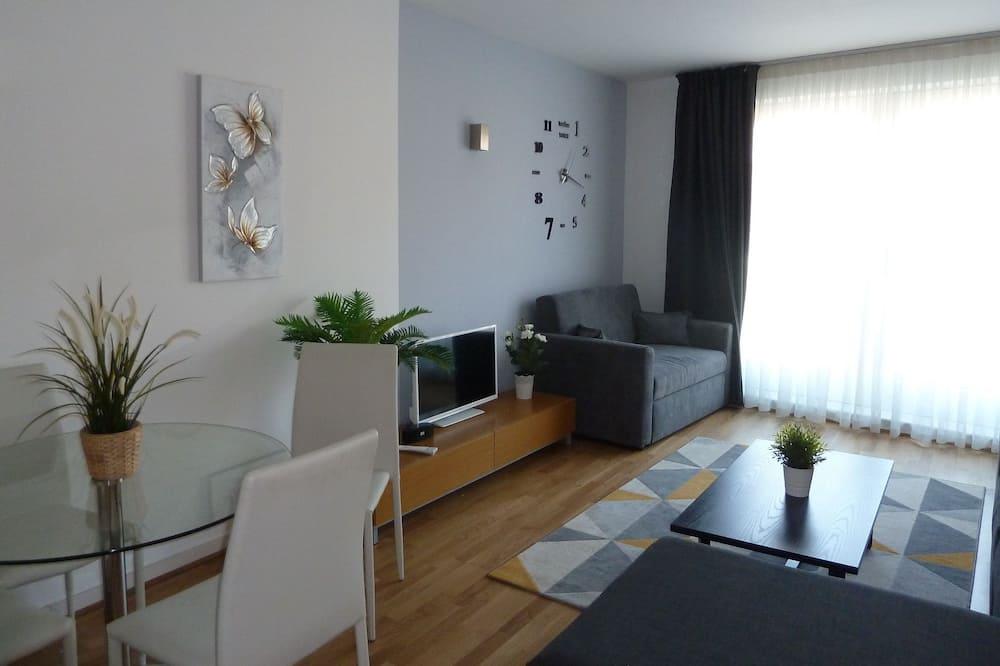 Luxury Apartment, Non Smoking, City View - Living Area