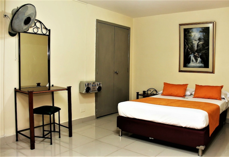 Hotel Latino Medellín, Medellin, Basic Double Room Single Use, 1 Queen Bed, Non Smoking, Guest Room