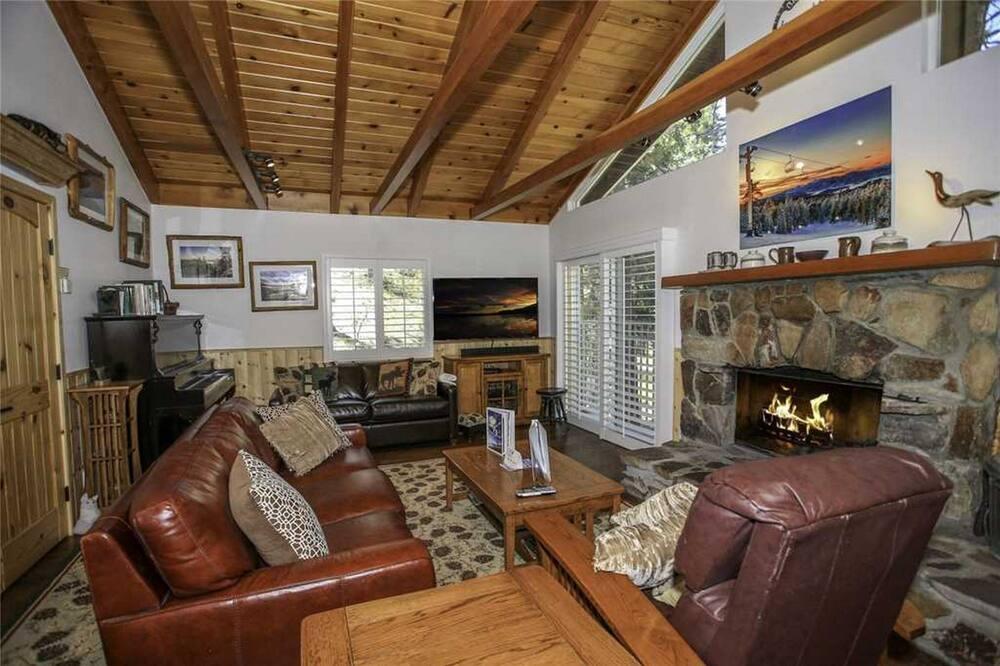 Cabin, 1 Bedroom, Non Smoking - Living Room