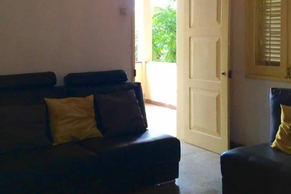 Room, Corner - Living Room