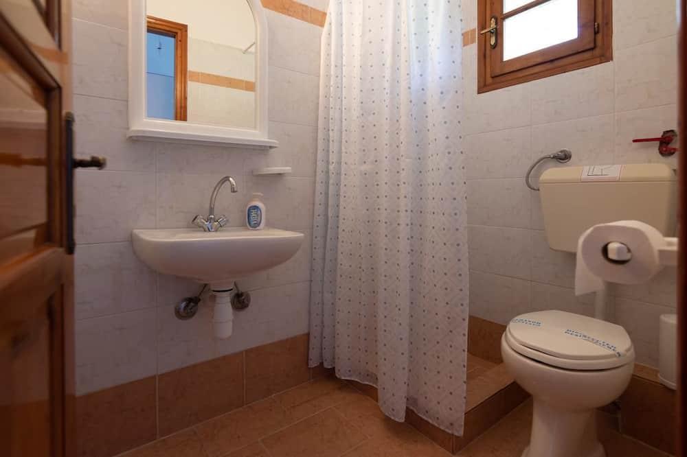 Basic Double or Twin Room, 2 Single Beds - Bathroom