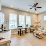Family Townhome, 4 Bedrooms - Living Room