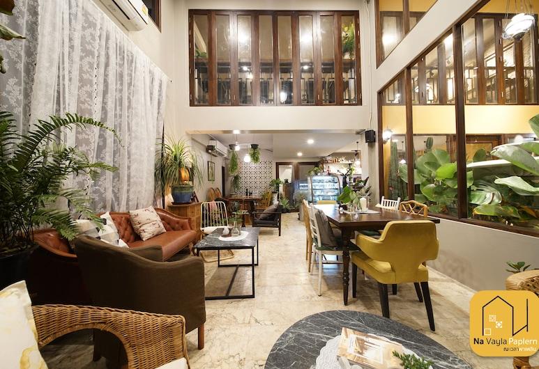 Na Vayla PaPlern, Bangkok, Sitteområde i lobbyen