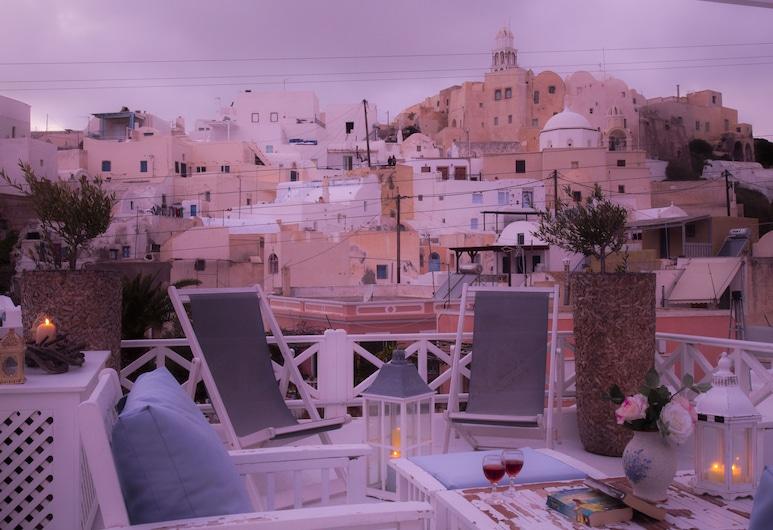 Linos Suites, Santorini, Deluxe Villa, 3 Bedrooms, Hot Tub, Mountain View, Terrace/Patio