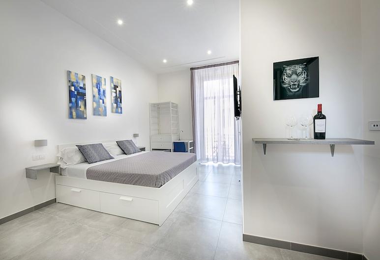 President Suites, Naples