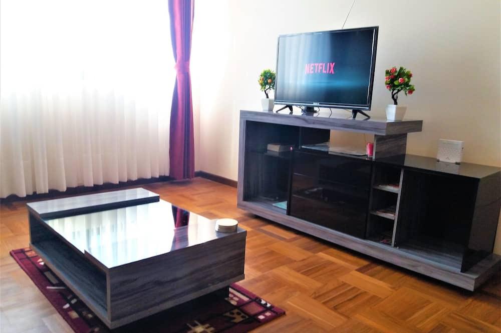 Comfort Apartment, 1 Bedroom, Refrigerator & Microwave (Atomium Apartment) - Living Room