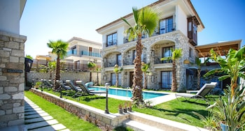 Picture of Avalon Boutique Hotel & Suites in Cesme