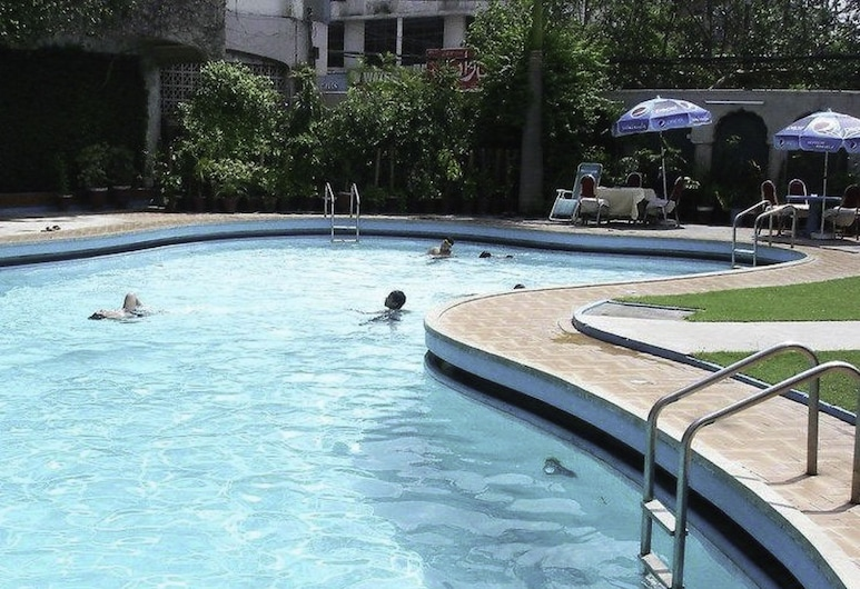 Ambassador Hotel, Lahore, Outdoor Pool
