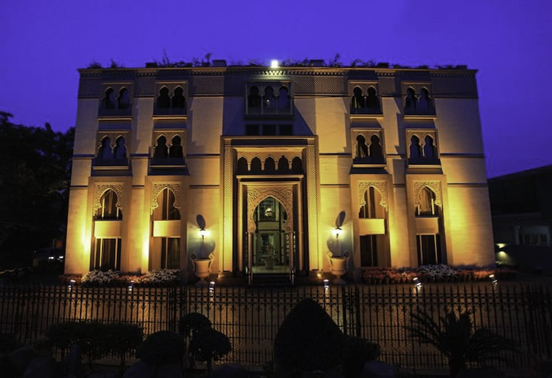 Heritage Luxury Suites - The Moor, Lahore, Hotel Front – Evening/Night