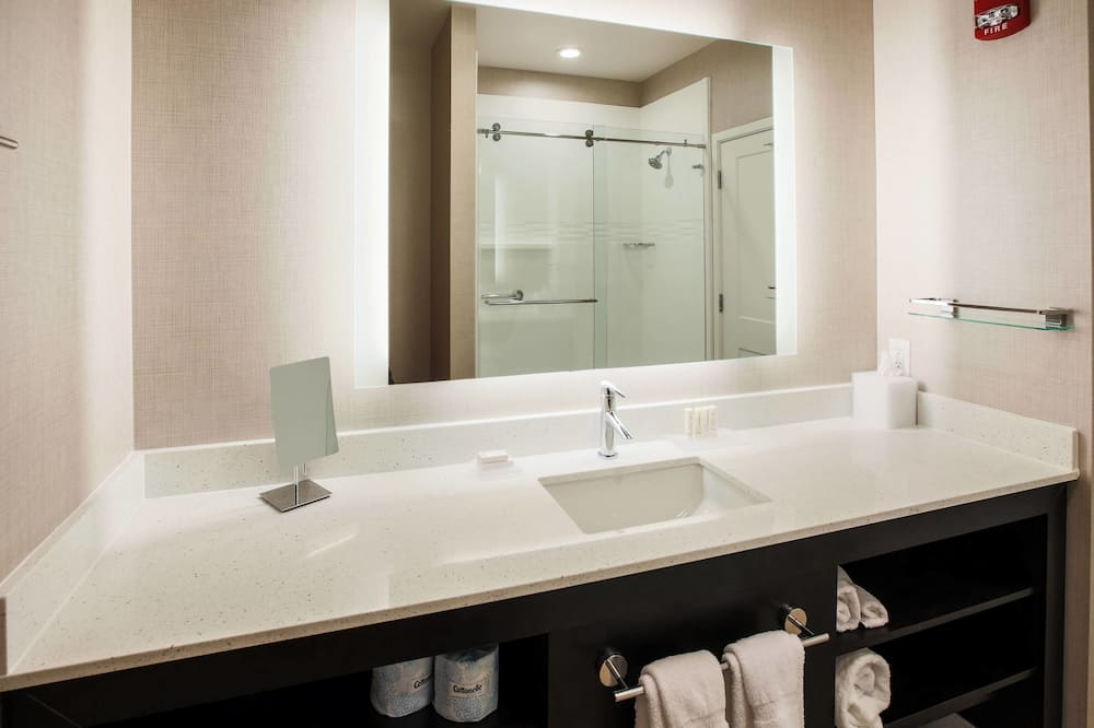 Suite, 2 Bedrooms, Non Smoking - Bathroom