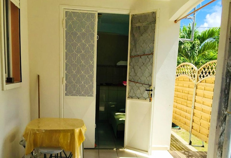 House With 3 Bedrooms in Sainte-anne, With Enclosed Garden and Wifi - 1 km From the Beach, Sainte-Anne, Teres/Laman Dalam