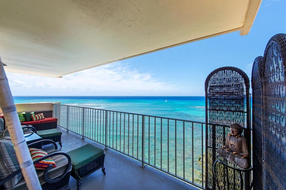 Oceanfront Retreat One Bedroom Condo Honolulu