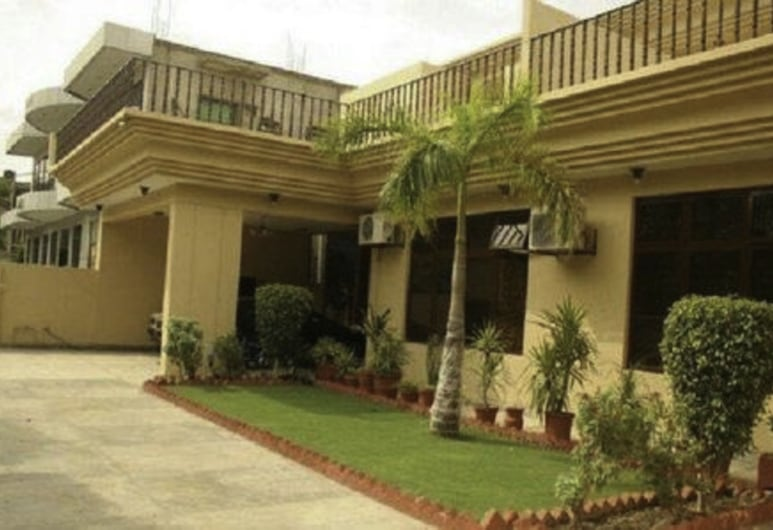 Step Inn Guest House, Lahore, Exterior