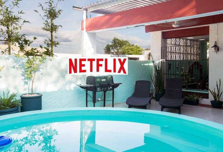 Estudio con piscina de inmersión compartida, Netflix, etc. .9 mi. de la plaza central., Mérida