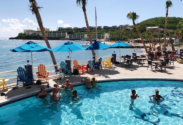 Playa Linda - St. Thomas Oceanfront Studio Condo em Pool & Bolongo Beach, USVI, St. Thomas, Piscina