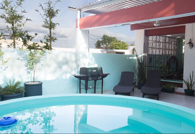 ¡Vista a la piscina! Estudio w / Netflix, enfriador de vino, etc. .9 mi. de la plaza central., Mérida, Alberca