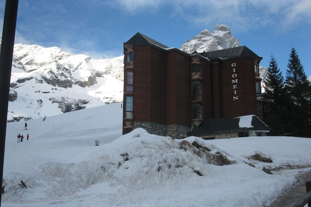 WI-FI free  flat on the slopes and near the center of Cervinia, Valtournenche