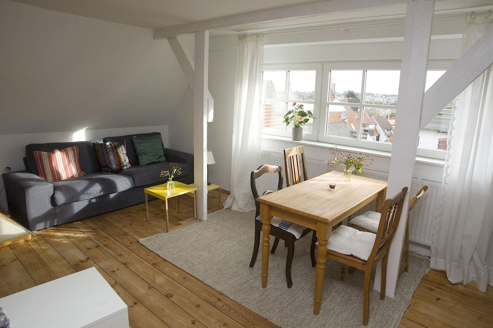 Studio with panoramic views, central in d. Old town with parking space u. WIRELESS INTERNET ACCESS