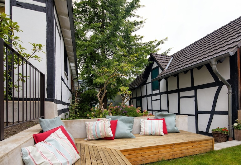 Idyllic, completely renovated half-timbered house in a listed courtyard , Neunkirchen-Seelscheid, Balcony