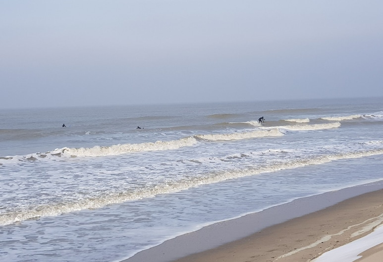 Top Equipped, Cozy Holiday Home With Wifi and Parking - Close to the Beach, Bredene, ชายหาด