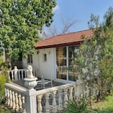 Small Roman Villa for 4 people in the middle of a large 5000m² garden