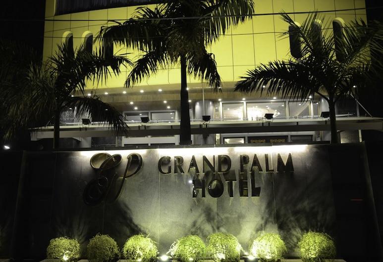 大棕櫚酒店, Lahore, 酒店入口 - 夜景