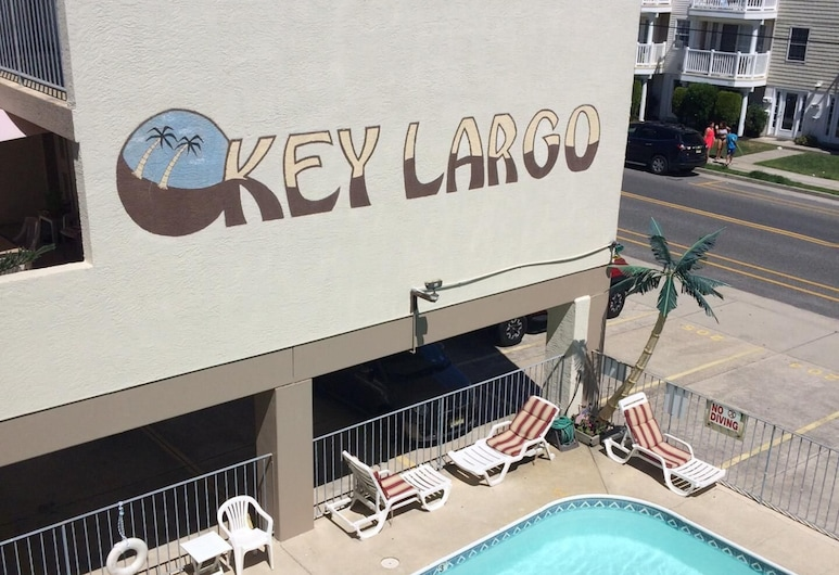 Condo with Private Pool, Just steps away from the Beach and Boardwalk, Wildwood