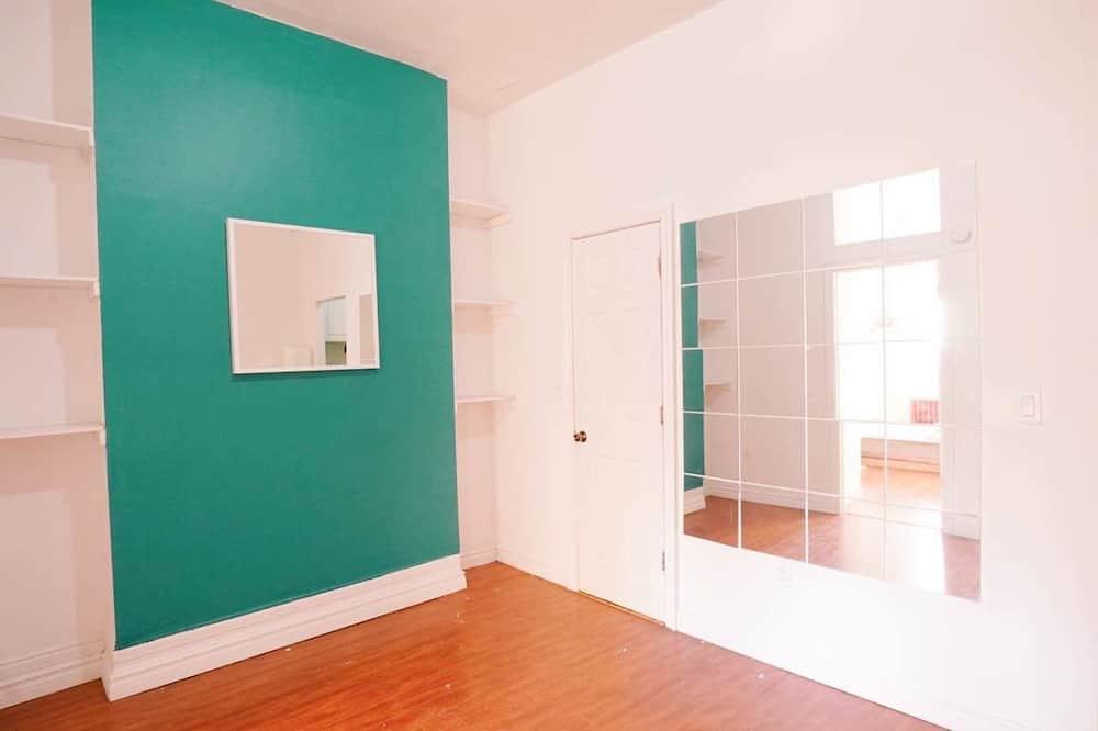 Apartemen Basic, 2 kamar tidur - Area Keluarga