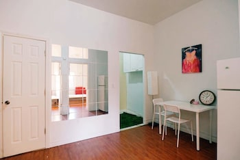 Nuotrauka: 2 Bedrooms Apartment near Kensington Market – Unit 10, Torontas