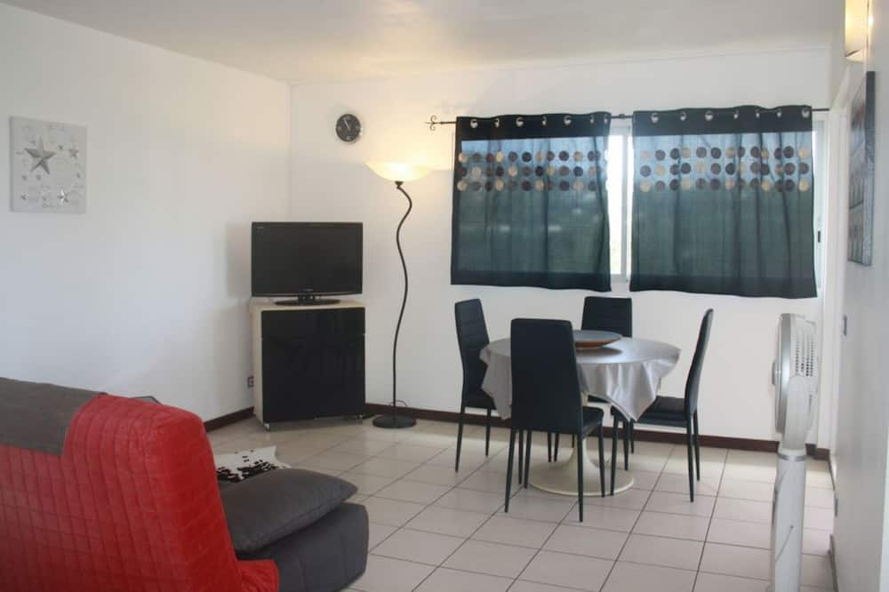 Apartment, 2 Bedrooms, Pool Access, Ocean View - Living Area