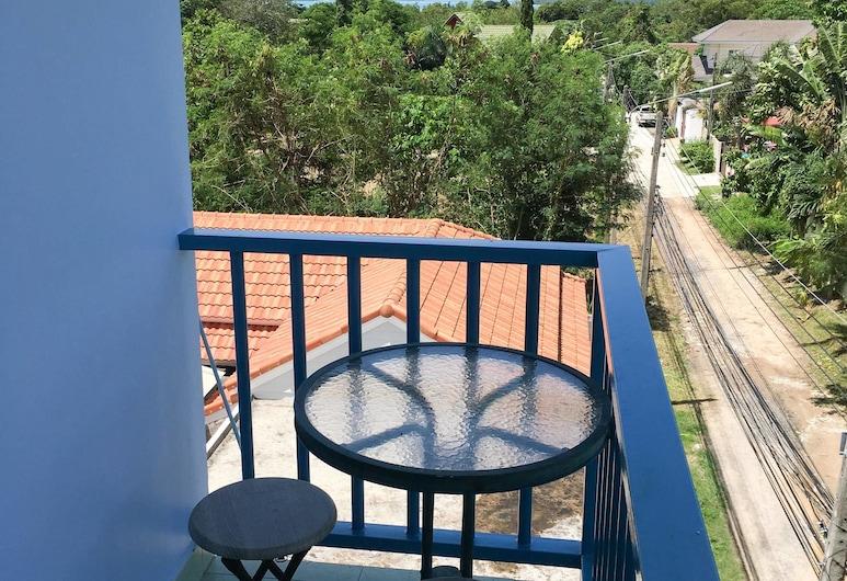 Rawai Studio Apartments by PSA, Rawai, Standard Apartment for 2 Adults with Kitchen & Balcony, Varanda