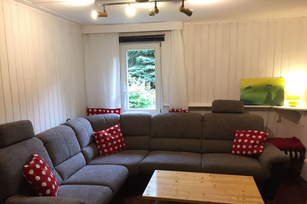 Family House, 3 Bedrooms, Non Smoking, Garden View - Living Area