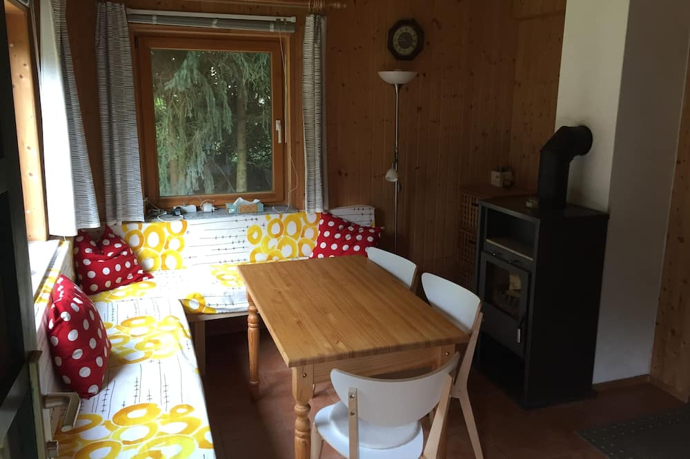 Family House, 3 Bedrooms, Non Smoking, Garden View - In-Room Dining