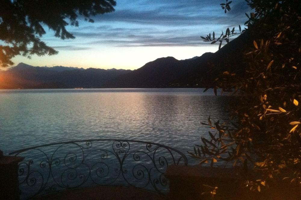 Beautiful Lake Front Villa, amazing lake como view, exclusive location!!