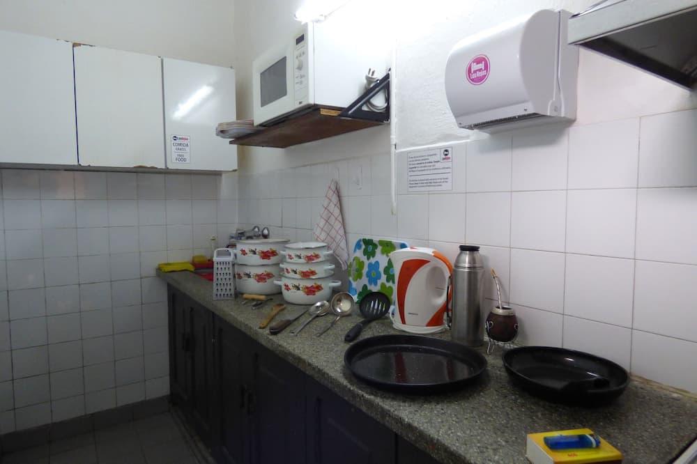 基本共用宿舍, 男女混合宿舍 (6 Beds) - 共用廚房