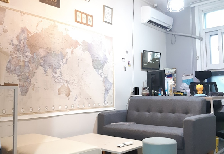 Cooing Guesthouse - Hostel, Seoul, Lobby Sitting Area