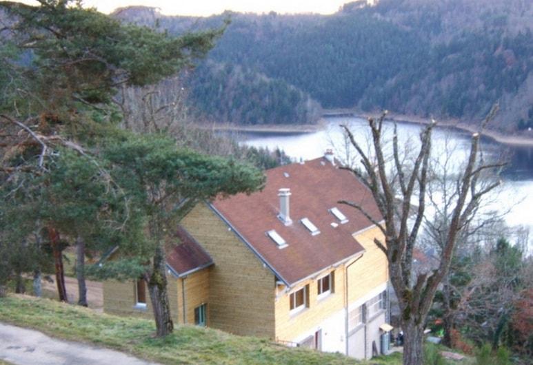 Le Grand Val, Neuvéglise-sur-Truyère, Hotel homlokzata