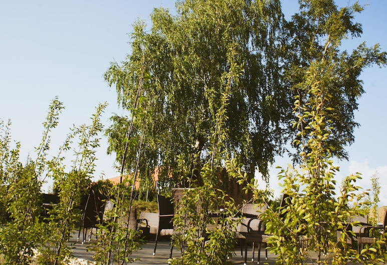 札里亞斯史林尼斯飯店, 克來佩達, 花園