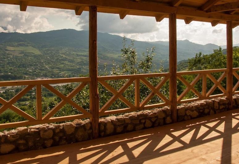 Sadmeli Winery, Ambrolauri, Balcon